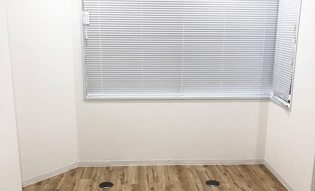 個室ブースは全室窓付き、エアコン完備。